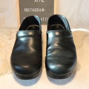 Dansko Black Oiled Leather Clogs Women's 39